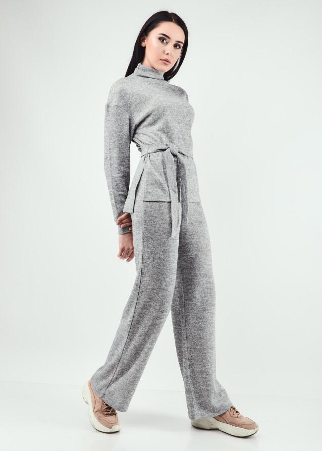 Костюм топ з коміром-стійкою з поясом та штани прямого силуету