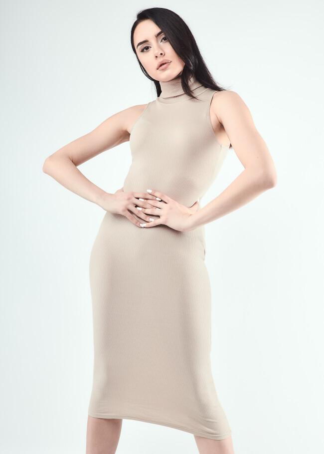 Сукня з коміром-стійкою