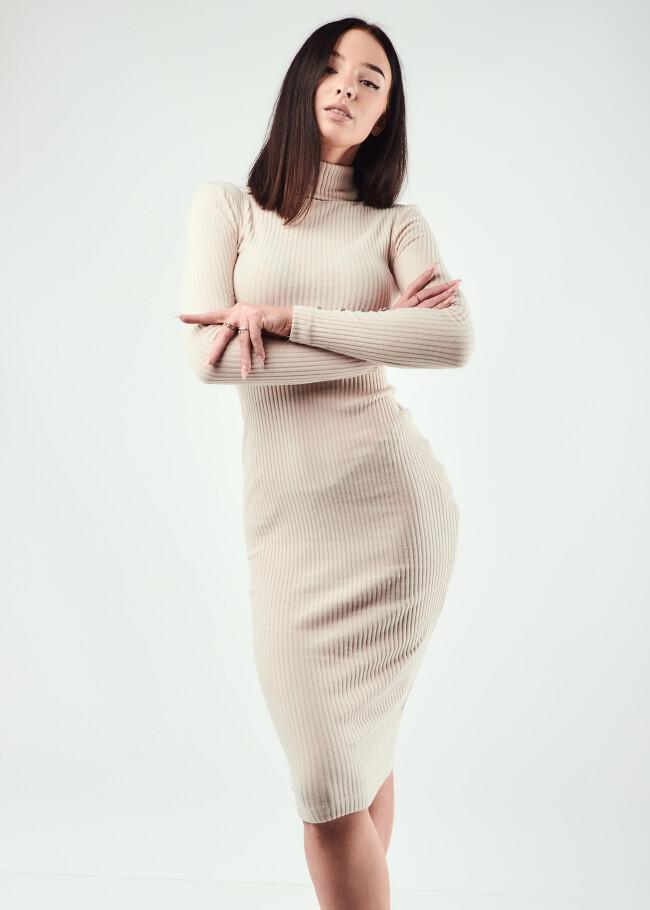Сукня в рубчик