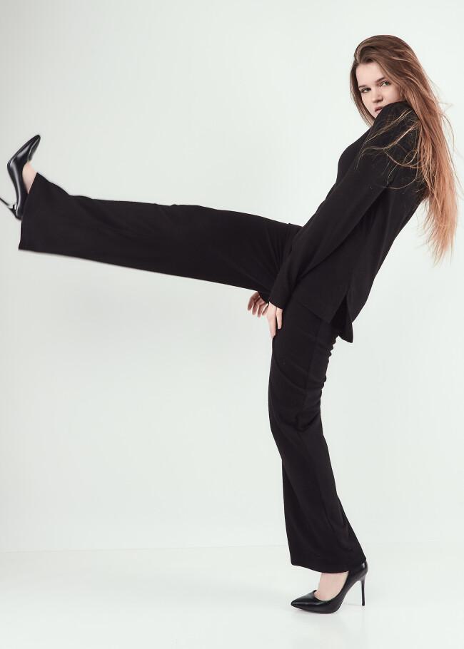Костюм штани та топ з розрізами по бокам