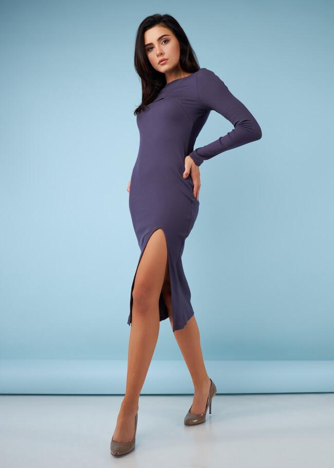 Сукня з фігурним вирізом