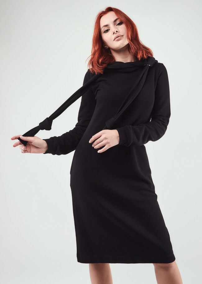 Сукня з капюшоном